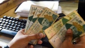 Read more about the article Rupee dips, but with a wary eye on economic data