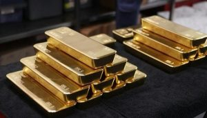 Read more about the article Gold shines as rupee slides to an all-time low