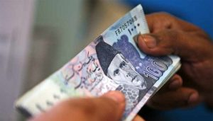Read more about the article Rupee resumes downward spiral