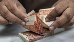 Read more about the article Dollar resumes uptrend against rupee