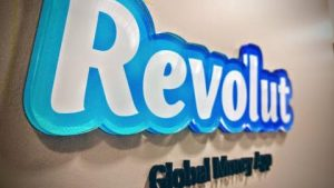 Read more about the article Robinhood trials crypto wallet; Revolut set to offer US stock trading