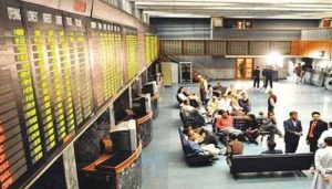 Read more about the article KSE-100 rebounds on rupee recovery, gains over 200 points