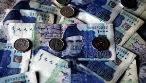 Read more about the article Pakistani rupee continues to slide against US dollar