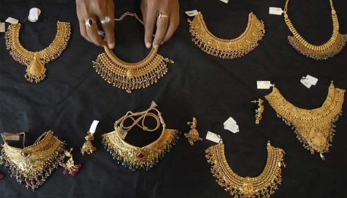 Read more about the article Gold loses shine, price plunges by Rs7,800 in Pakistan